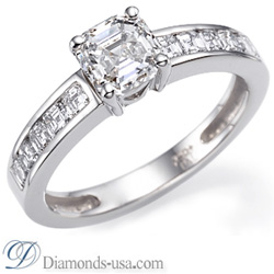 Engagement ring with Caree cut side diamonds
