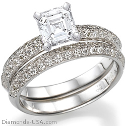 Bridal ring set with Pave set side diamonds