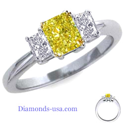 Three stones Radiant cut diamond ring