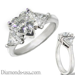 Engagement ring with side diamond Triangles