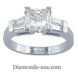 Engagement ring with side diamond Baguettes