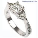Foto Anillo de compromiso, de diamantes de 3 piedras, con lados triangulares de