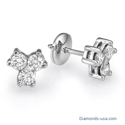 Three diamonds cluster earrings, 0.60 carats
