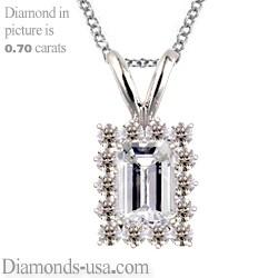 Colgante estilo Racimo para diamantes de corte Esmeralda o Radiante