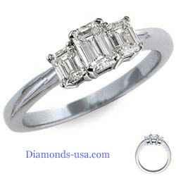 Anillo de compromiso, de tres diamantes de corte Esmeralda