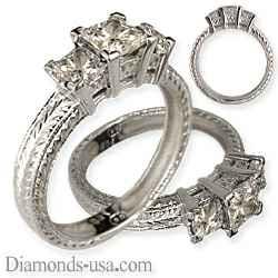 Anillo de compromiso, con tres diamantes Princesa, grabado manual