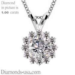 Cluster pendant for round diamonds