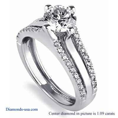 Anillo de compromiso, do compromiso de diseñadores engastado con diamantes