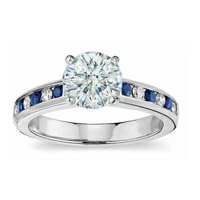 Anillo de Compromiso con diamantes y zafiros laterales