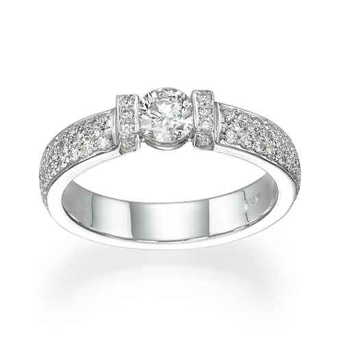Como anillo de compromiso de tensión con incrustaciones de diamantes