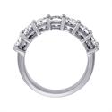 Foto Anillo de diamantes de 7,10 quilates con siete cojines. de