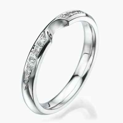 Anillo de boda o aniversario con diamantes laterales