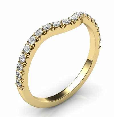 Correa de matrimonio a juego para el delicado anillo de compromiso de halo redondo