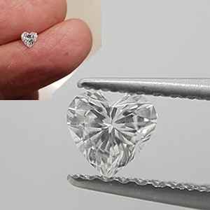 Foto 0.28 quilates, diamante del corazón con muy buen corte, color D, claridad VS2 y certificado por CGL de