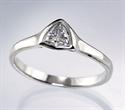 Foto Anillo de compromiso barato de triángulo con diamante natural de 0.24 quilates H VS1 de