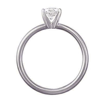 Sólido anillo de compromiso en forma de tubo