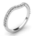 Foto Alianza de boda a juego para todos los delicados anillos de compromiso de halo. de