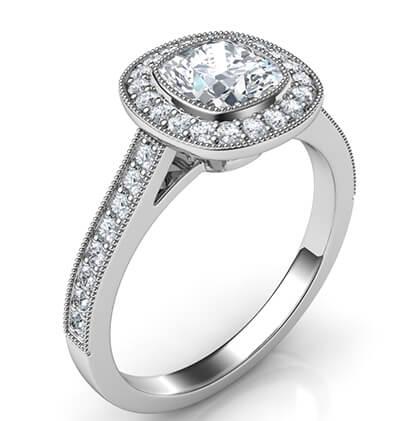 Bisel de perfil bajo de todas las formas con halo de diamantes, diamantes laterales de 1/3 quilates y grano completamente molido