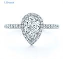 Foto Delicado halo para peras, banda de 1,5 mm, diamantes laterales de 1/3 quilates. de