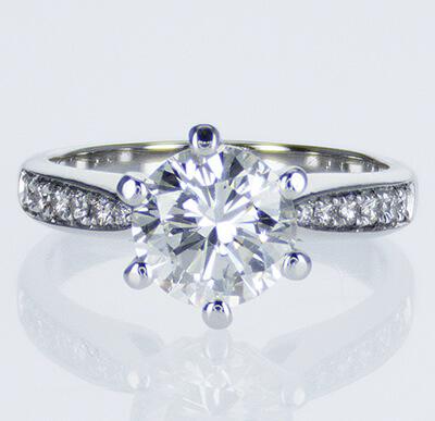 Martini Prongs head with side diamonds
