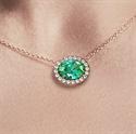 Foto Colgante de esmeralda ovalada de 1 1/4 quilates y diamantes de 1/5 quilates de
