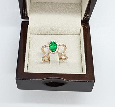 Anillo de esmeraldas y diamantes en oro de 14k, blanco, rosa o amarillo.