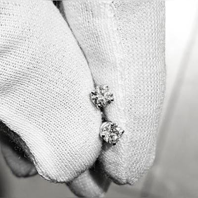 Pair of natural diamond earrings 0.61 carat E VS2 E SI1
