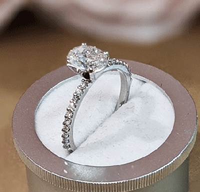 Ready to Ship.1.01 D VS2 Oval solitaire engagement ring, In 14k White gold.