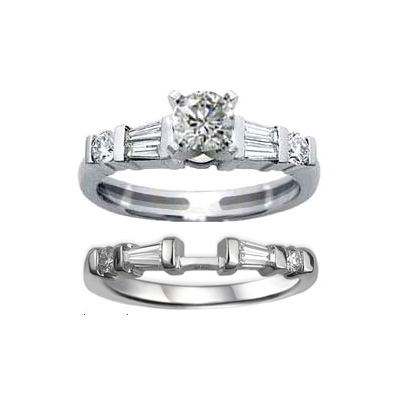This engagement ring and wedding band set is made up of